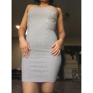 Dresses & Skirts - Strapless form fitting dress.